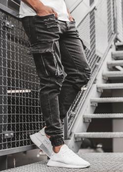 Дънки в черен цвят с джобове