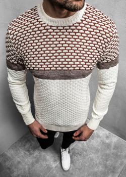 Пуловер в бежов цвят